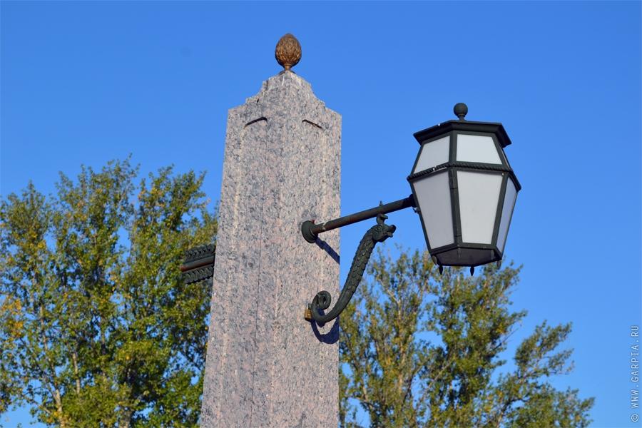 День, улица, фонарь и небо
